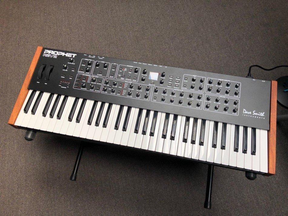 Dave-Smith-Instruments-Prophet-REV2-16-Voice-analoge-synthesizerIMG_7934-951x713.jpg